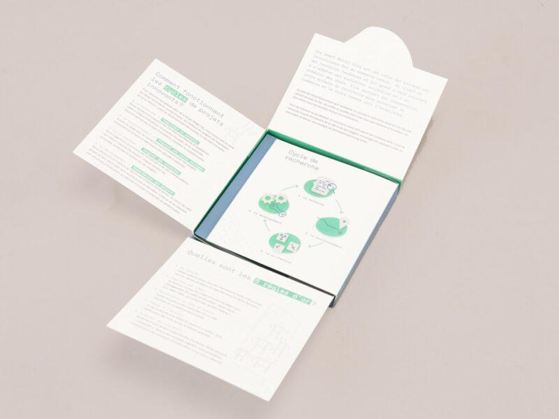 mise en page d'une boite à déplier contenant des brochures